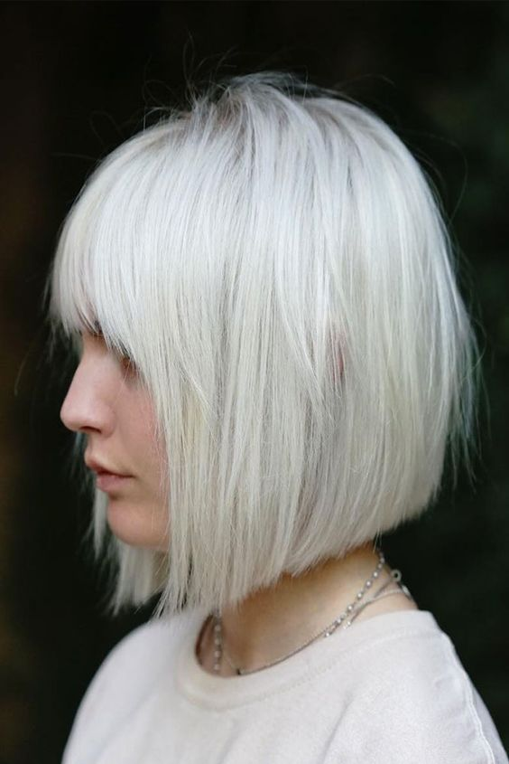 Красивая короткая стрижка на белые волосы - Модное каре 2020 с челкой - фото тенденции