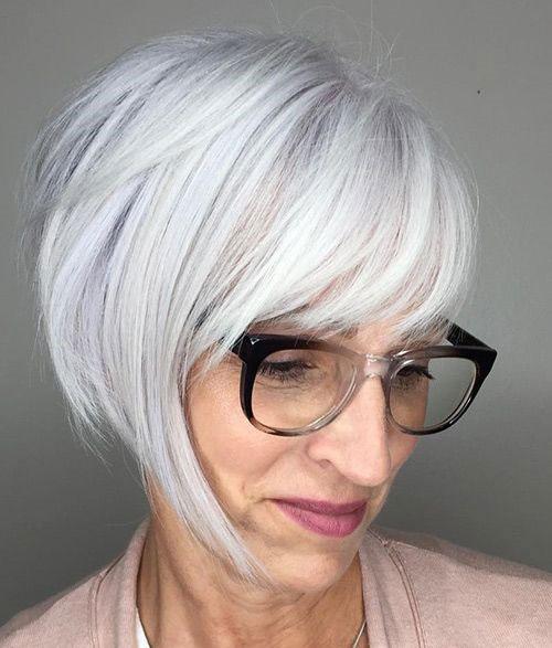 Красивая короткая стрижка на светлые волосы - асимметричное модное каре 2020 с челкой - фото тенденции